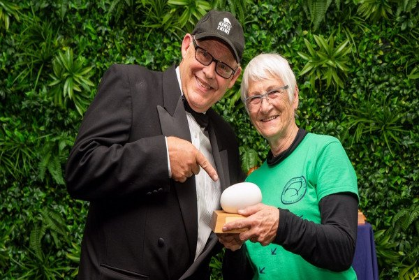 Marj Cox receives a Good Egg Award from Kiwis for kiwi ambassador Ruud Kleinpaste